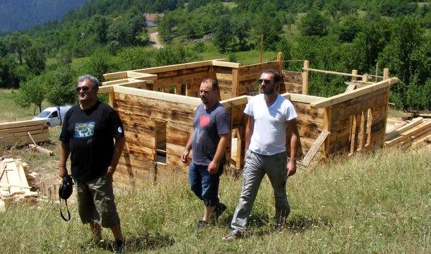 Zan Marjanovic i Radomir Stojic posjetili gradiliste crkve